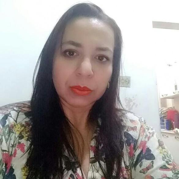 Andréa de Oliveira Viana